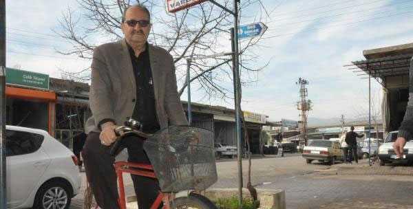 Bisikletiyle Seçim Turlarına Başladı