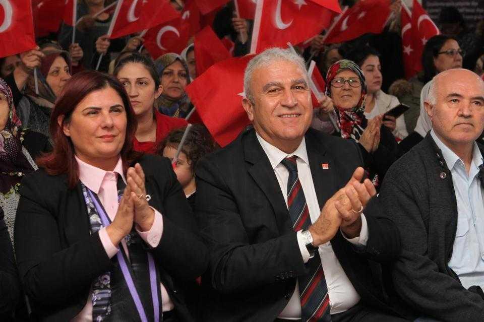 Çerçioğlu Kent Meydanı'nda zaferi kutluyor