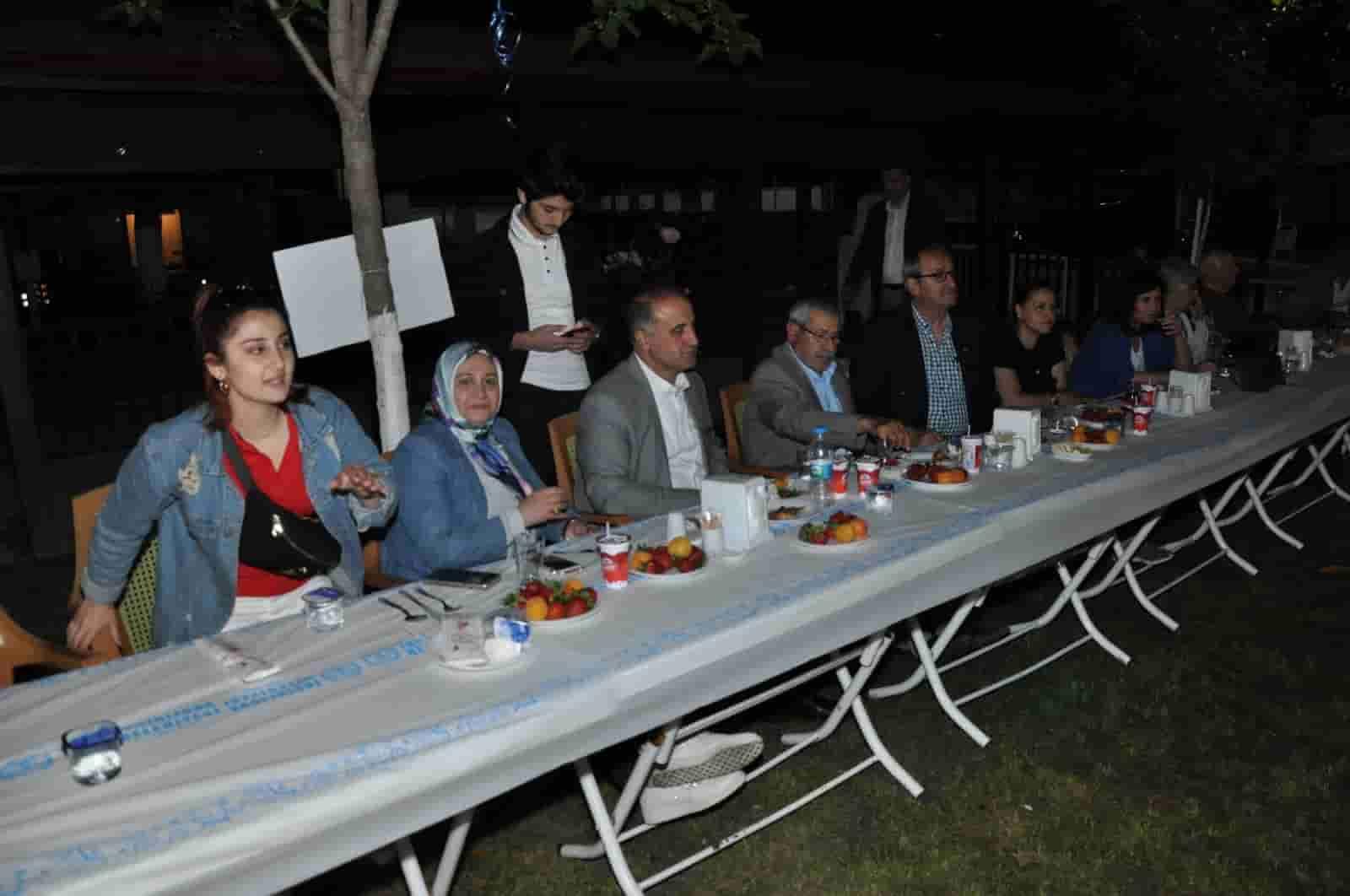 Lise Mezunları Yemekte Buluştu