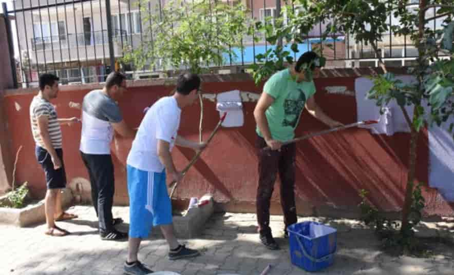 Öğretmenler, Okul Duvarlarını Boyadı